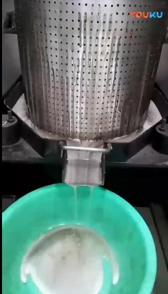 我公司液压bob登陆电脑版压榨PE塑料膜现场实拍