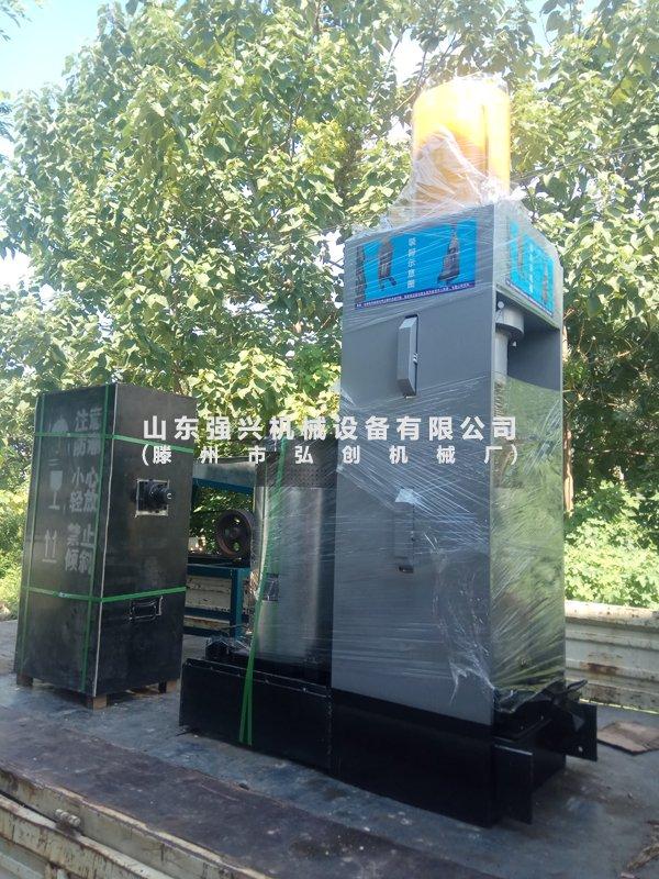 湖南湘西自治州客户订购的新型茶籽双桶榨油机已发出