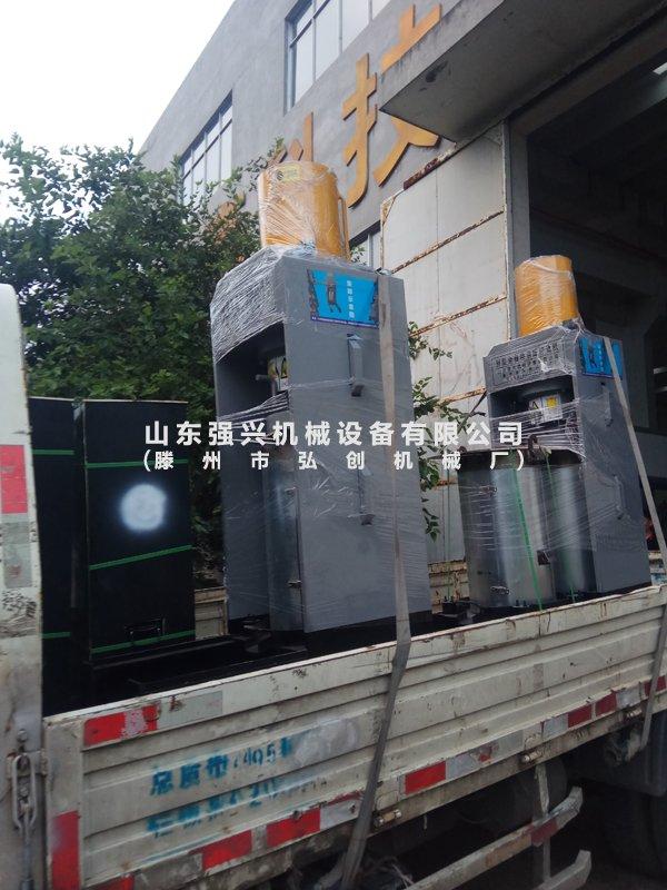 江西上饶客户订购的新型全自动双桶榨油机已发出