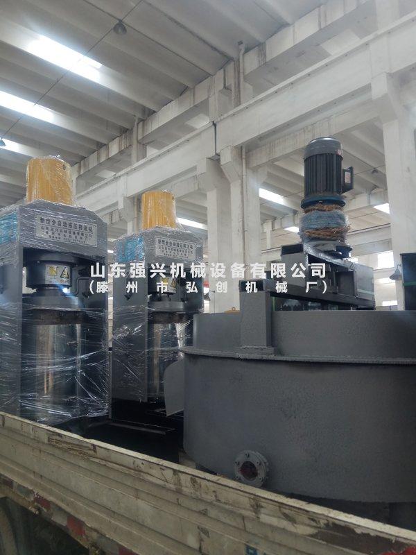黑龙江省绥化市客户订购的2台新型大豆榨油机已发出