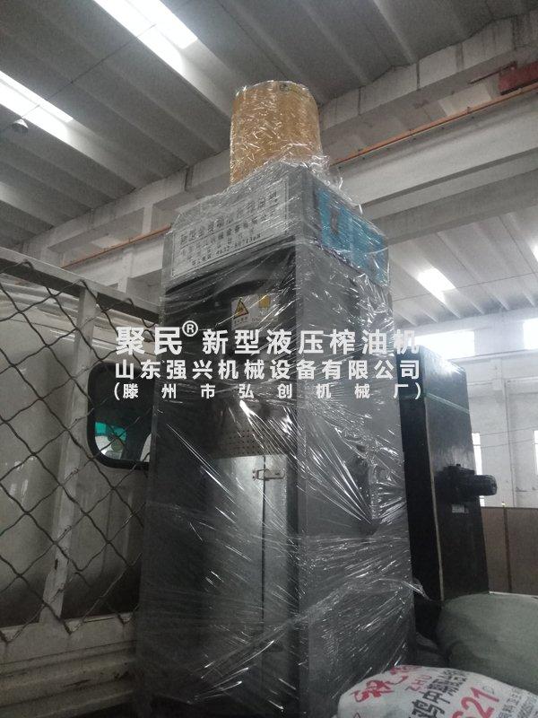 发往山东烟台的新型全自动液压榨油机已出厂
