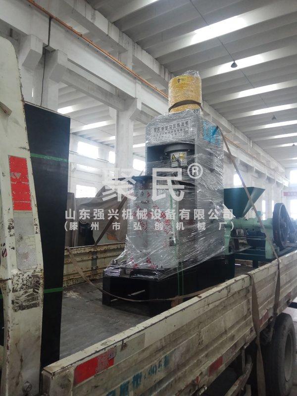 发内蒙古鄂尔多斯的不锈钢新型沙棘油压榨机已出厂