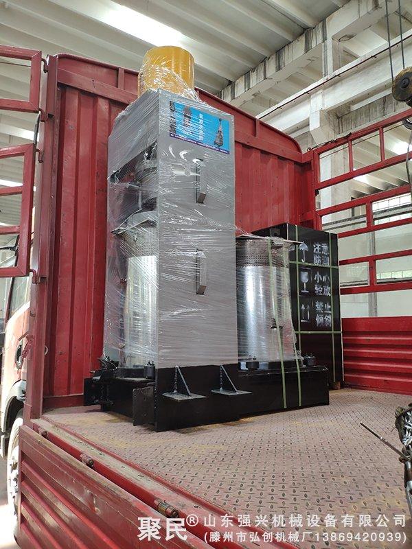 山东青岛订购的双桶油泥新型压榨机已发出