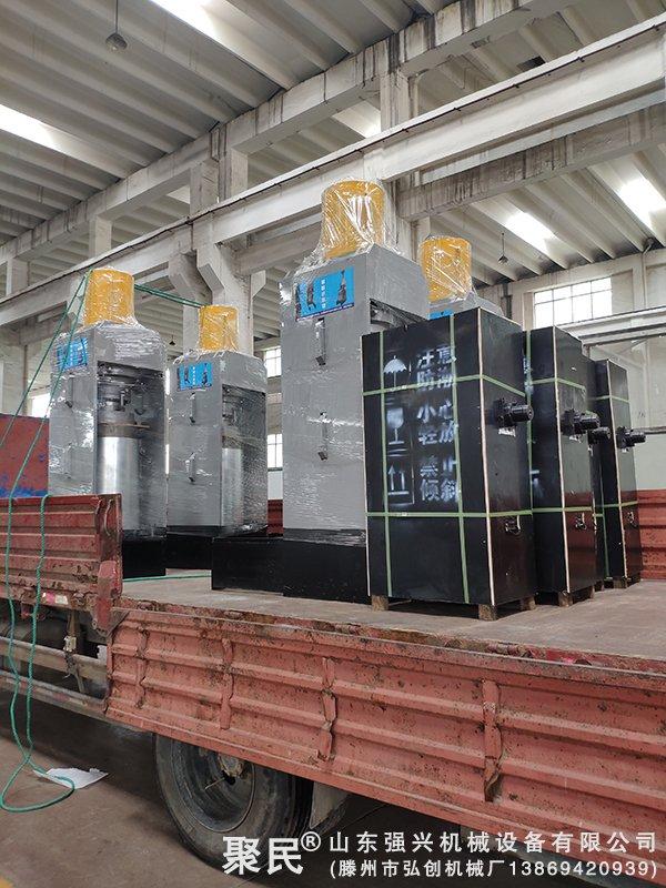 辽宁省锦州市大型火麻企业订购的4台新型火麻油榨油机已发出