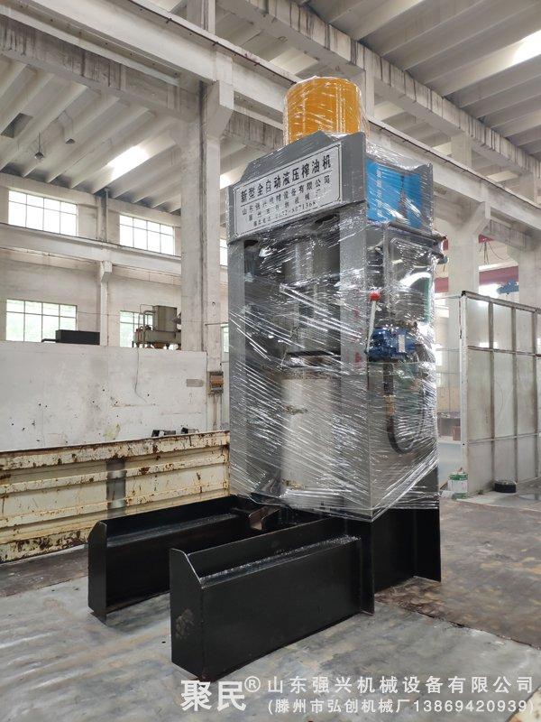 贵州省铜仁市石阡县订购的小型油渣压榨机已发出