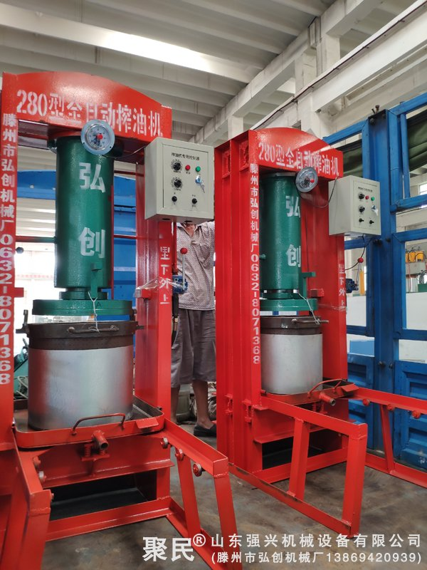 山东省淄博市客户订购的2台2小型聚醚压榨机已发出