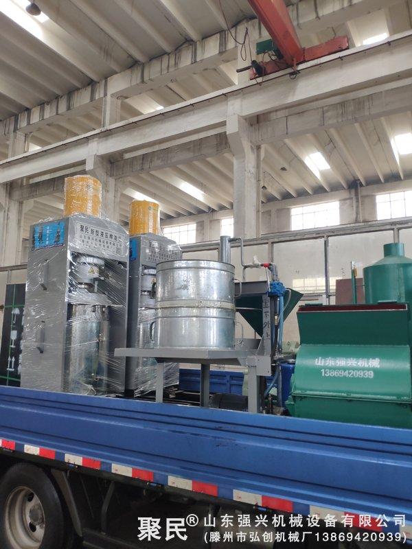 发黑龙江绥化市肇东的2台大豆液压榨油机已发出