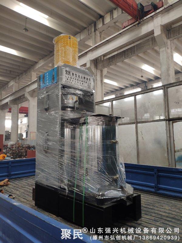 江西上饶德兴市老用户第二次订购的活性炭压榨机已发货