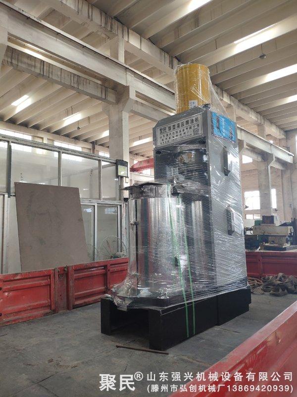 新疆喀什巴楚县顾客订购的双桶辣椒籽液压榨油机已发出
